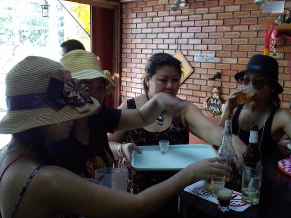 チェンマイのソンクラーンをバービア嬢と過ごしてみた2013年