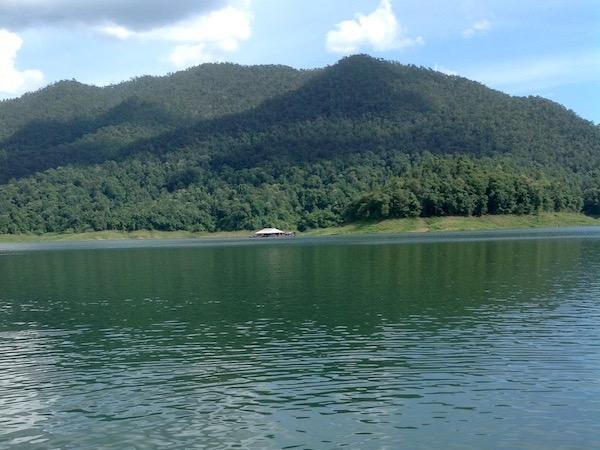 チェンマイの湖|Mae Ngat Sombun Chon Dam