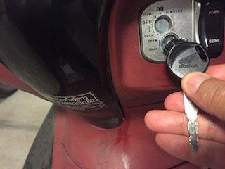 タイのレンタルバイクを借りる時に▲鍵穴を解除