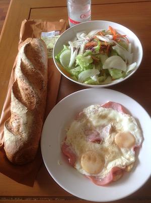 タイで自炊朝食のパン-3