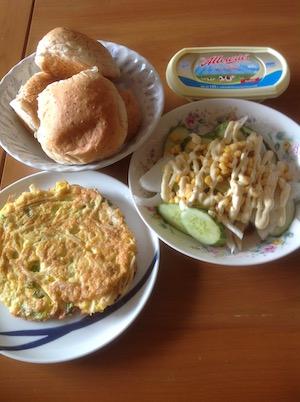 タイで自炊朝食のパン-2