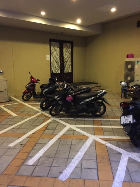 LKルネサンスホテル-バイク駐車場