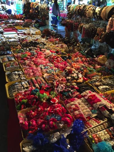 パタヤ市場の風景|雑貨売り場.jpg