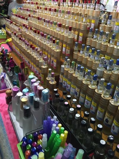 パタヤ市場の風景|化粧品売り場