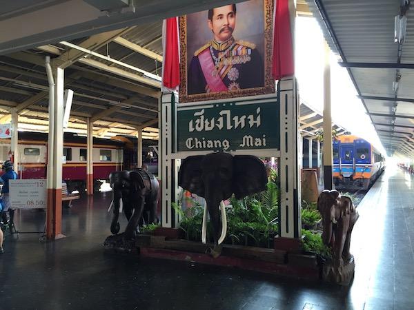 タイ国鉄でチェンマイーバンコクの旅!寝台列車で昭和ノスタルジー