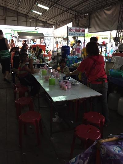 パタヤ市場の食堂
