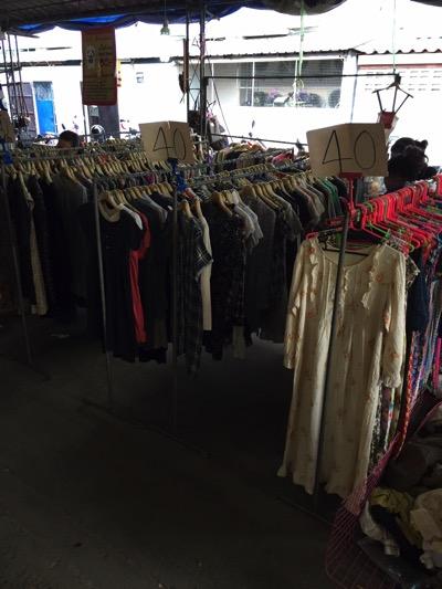 パタヤ市場の風景|衣服売り場.jpg