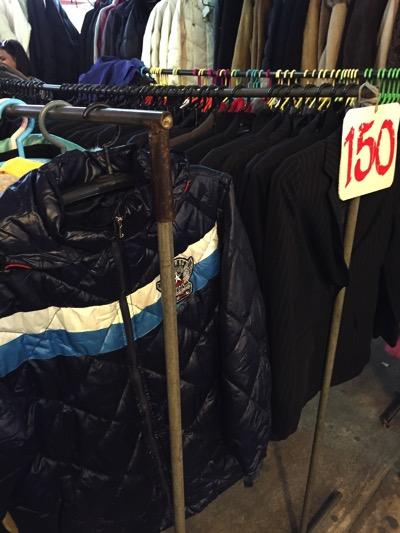 パタヤ市場の風景|冬物衣服売り場