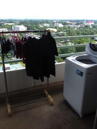 フローラルコンドミニアムのベランダの洗濯機