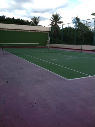 チェンマイフローラルコンドミニアムのテニス場