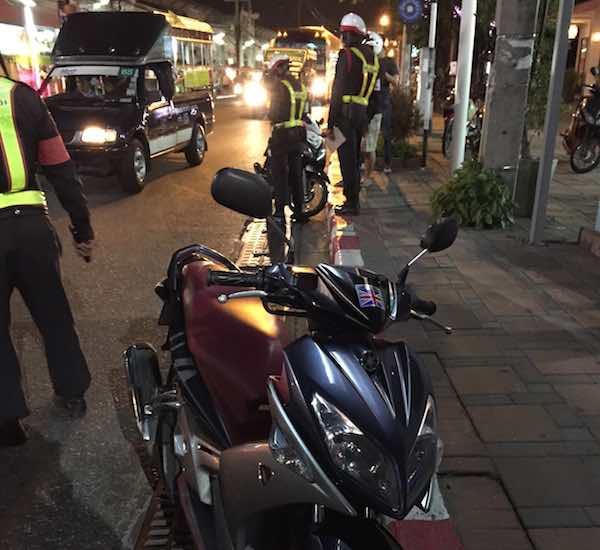 パタヤのバイク取締り場所とウォーキングストリートの駐輪場