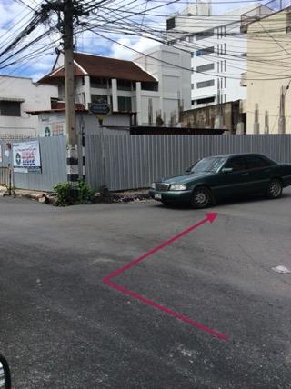 チェンマイカオソーイの人気店、ムアングレーンまでの道順-2