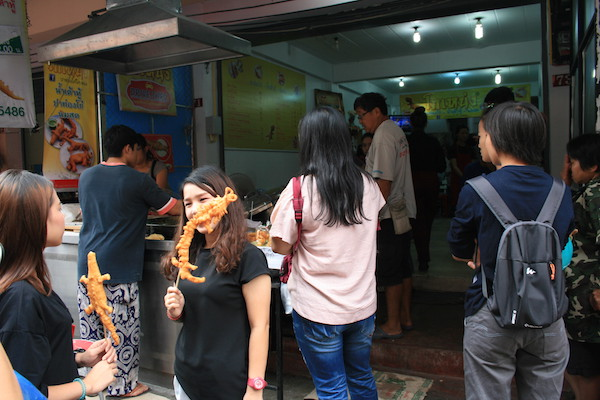 チェンマイの朝食! 有名な揚げパンとおかゆとカイガタのお店