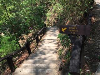 チェンマイのメーサー滝入口の看板