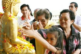 タイ最大の行事ソンクラーン(水かけ祭り)とは
