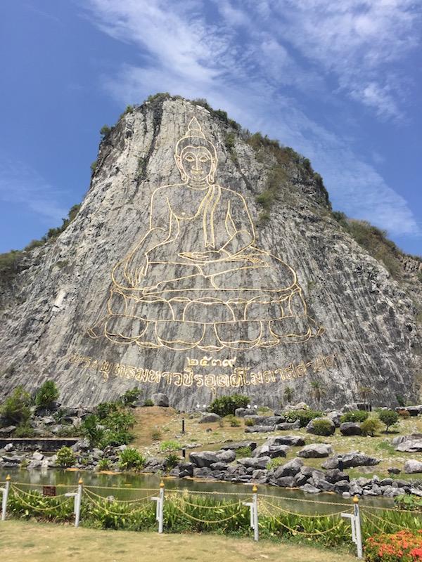 パタヤ観光でビックブッタと山肌に描かれた巨大大仏壁画へ行ってきた
