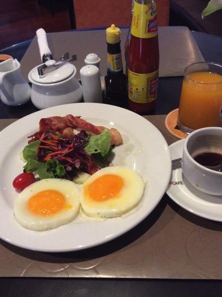オーガストスイートパタヤの朝食−1