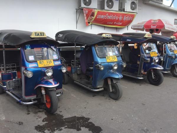 タイで普及している三輪自動車のタクシー