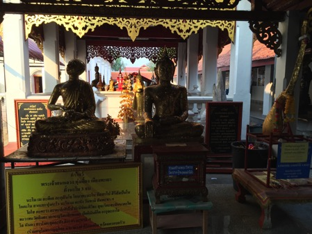 シーコームカム寺院の境内 1