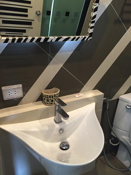 ウィン ホテル パヤオホテルの洗面台