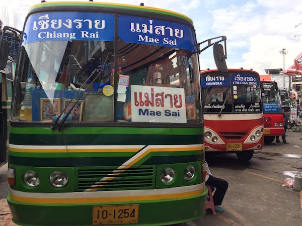 チェンラーイからメーサイ行きのバスのフロント