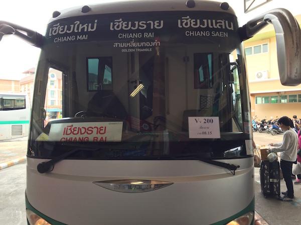 >チェンマイからチェンライ行きのバス