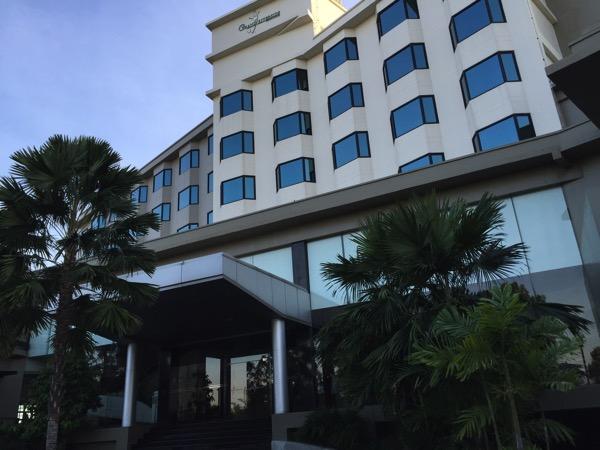 ピサヌローク県グランドリバーサイドホテル