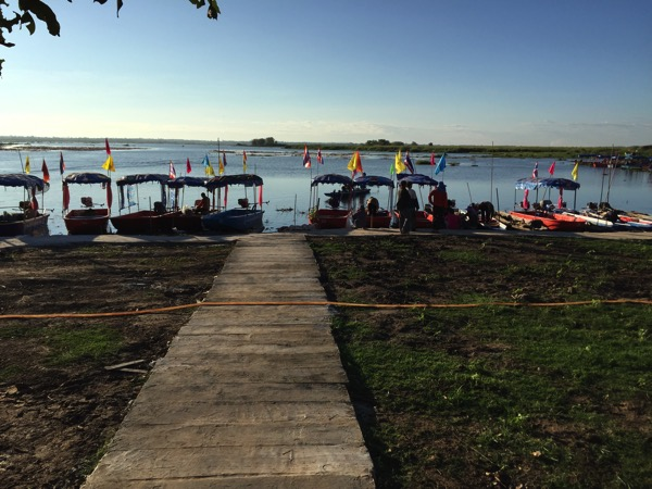 ウドンタニのタレーブアデーン−のボート乗り場