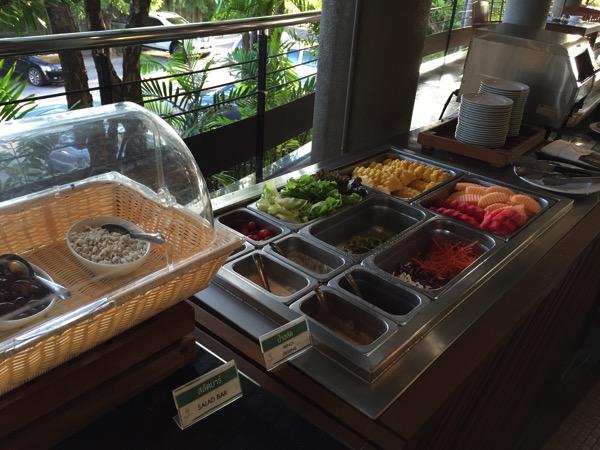 ピサヌロークグランドリバーサイドホテルの朝食ーサラダ