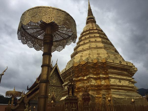 ドイステープ寺院黄金の仏塔