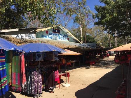 ラオスのドーンサオ市場