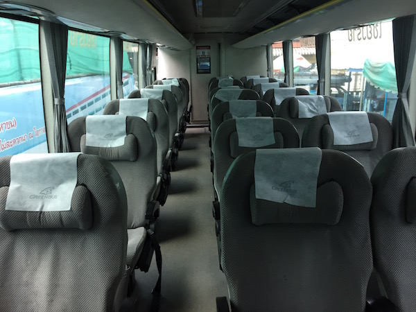 >チェンマイからチェンライ行きのバスのシート