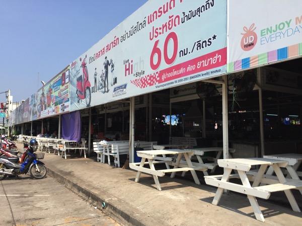 タイ国鉄ウドンタニ駅前のフードコート