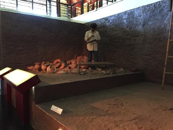 バーンチエン遺跡の発掘の様子の人形 2
