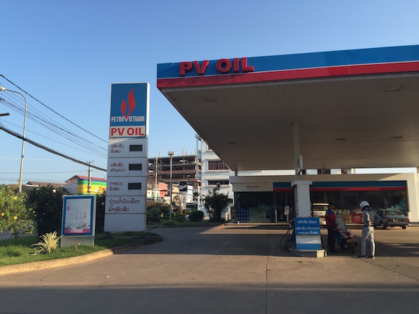ラオスのガソリンスタンド