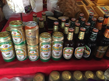 ラオスのドーンサオ市場で売っていラオスビール