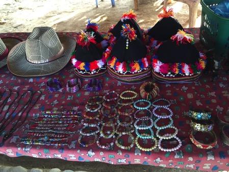 タチレクの首長族の村のお土産 1