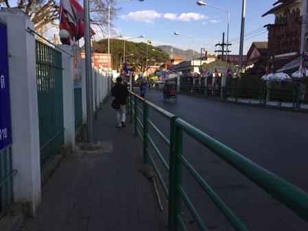 ミャンマー側の国境タチレクとタイ側の国境メーサイにかかる橋