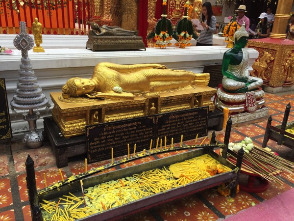 ドイステープ寺院黄金の仏塔周り 3