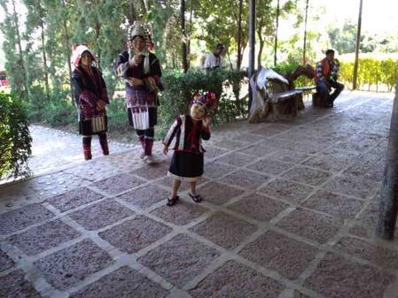 タチレクの首長族の村の子供 1