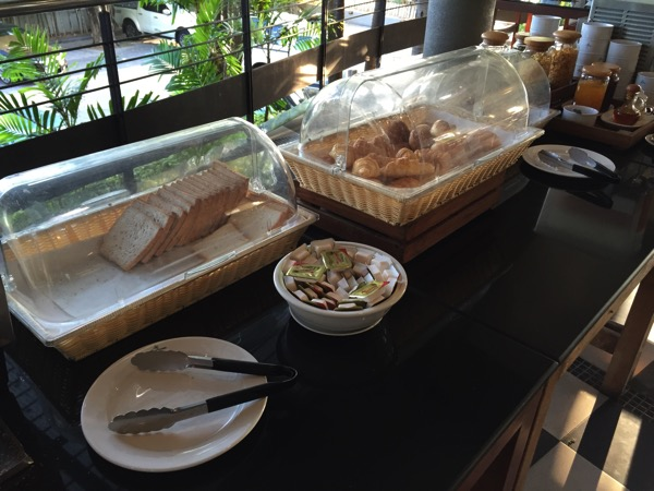 ピサヌロークグランドリバーサイドホテルの朝食ーパン