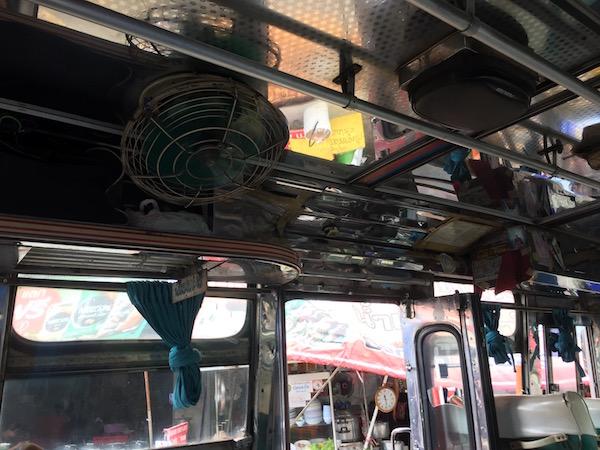 チェンラーイからメーサイのバスの中