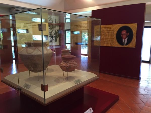 バーンチェン国立博物館に展示されてい土器 2