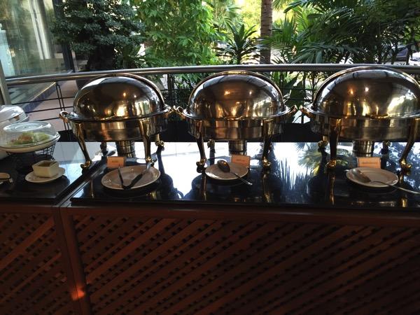 ピサヌロークグランドリバーサイドホテルレストラン朝食ブッフェ
