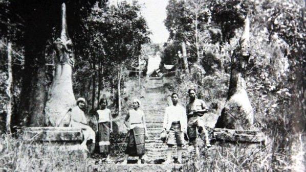 1936年のドイステープ寺院の階段の修繕工事