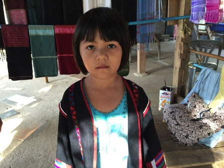 タチレクの首長族の村の子供 3