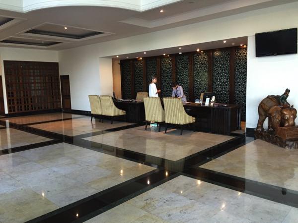 グランドリバーサイド ホテルのフロント