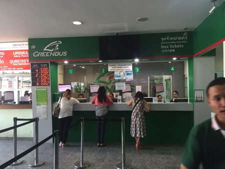 チェンマイ第二バスターミナルのグリーンバスチケット売り場