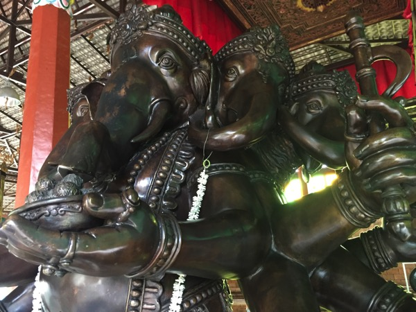 チェンマイのガネーシャ博物舘のガネーシャの銅像