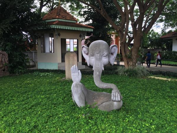 チェンマイのガネーシャ博物舘の石像